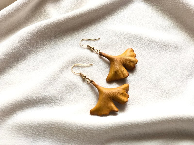 Yeebee- Blessing Earrings with Ginkgo Leaves