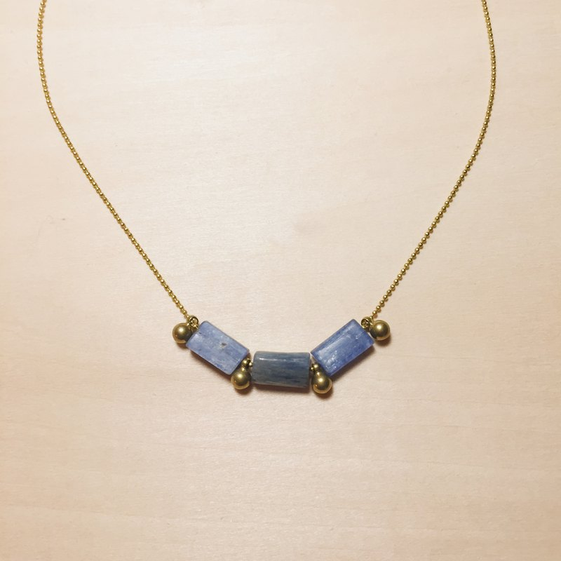 Retro Irregular Kyanite Brass Ball Necklace