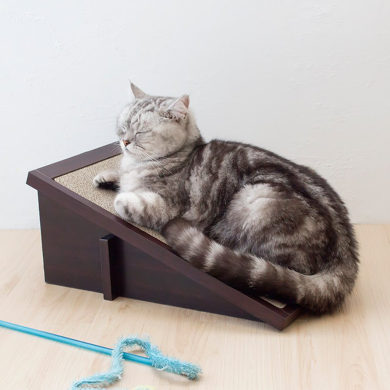 Cat Scratcher Incline - Walnut