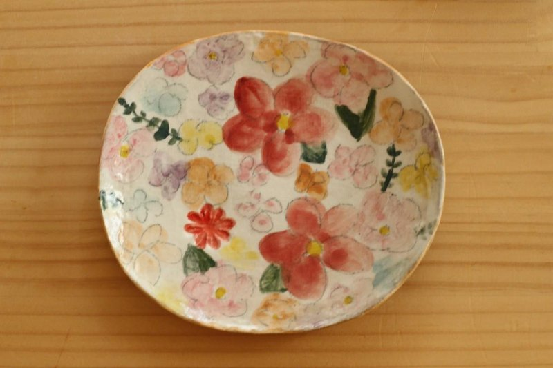 Drinking oval dish of colorful flowers.