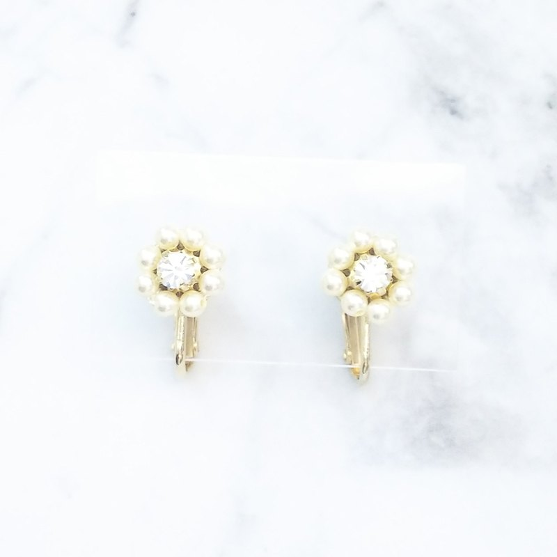 Mini Daisy Earring (Cream) P0026