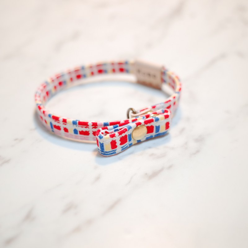 Cat bark collar with red and yellow check pattern