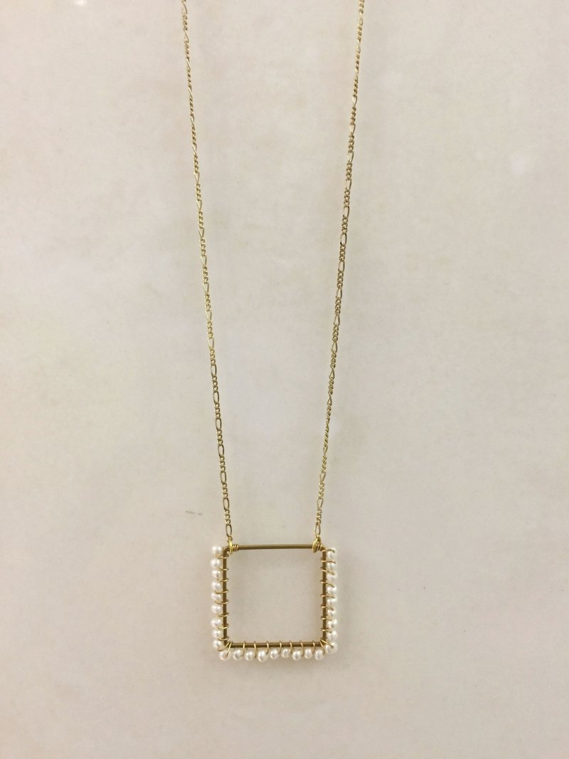 ∴Minertés = ‧ square brass pearl necklace ∴