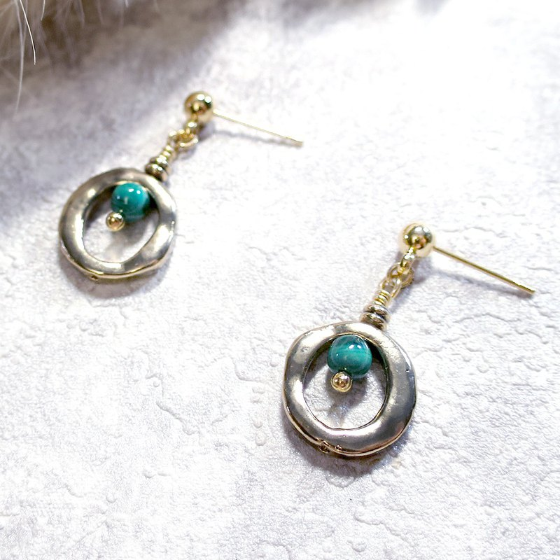 VIIART. Small circle - malachite green. Vintage Gold Malachite Earrings - Clipable
