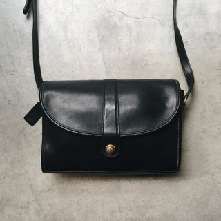 A ROOM MODEL - VINTAGE, Coach Black Pull Buckle Backpack / BC-2733