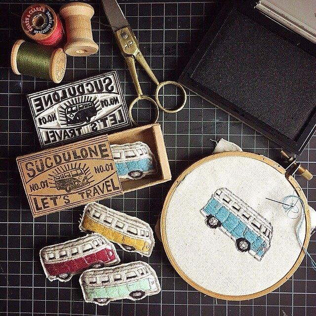 旅遊系列 小巴士 小貨車 VAN (藍) / 手工刺繡 別針 胸針 扣針
