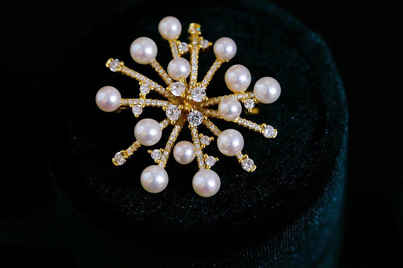 Snowflake~Classic era light luxury style natural seawater pearl silver gold brooch
