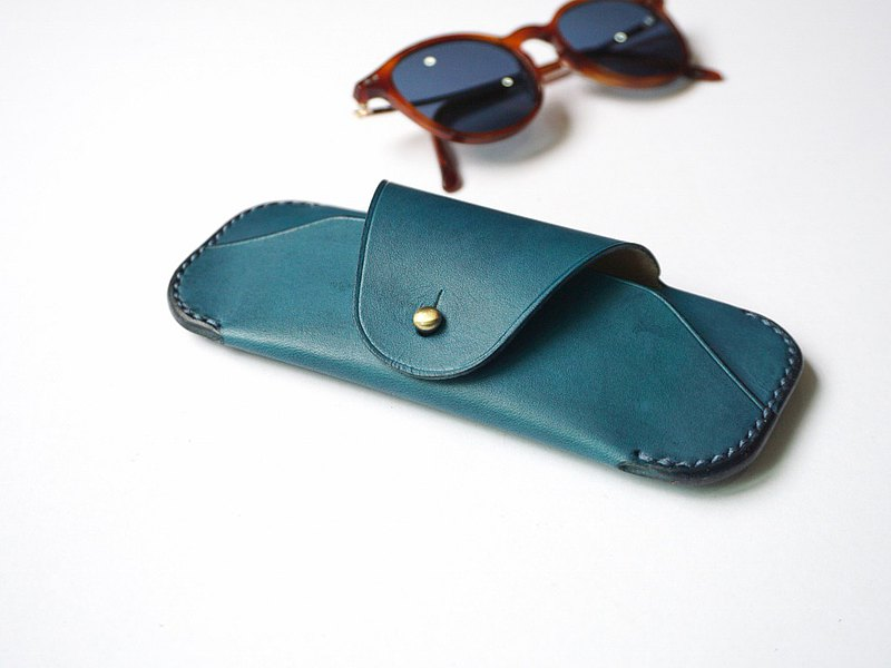 Sunglasses Case in Blue Turquoise leather / reading glass / spectacle case