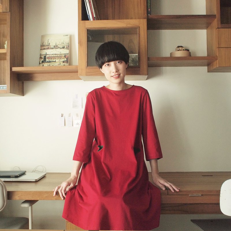 contrast pocket dress : red