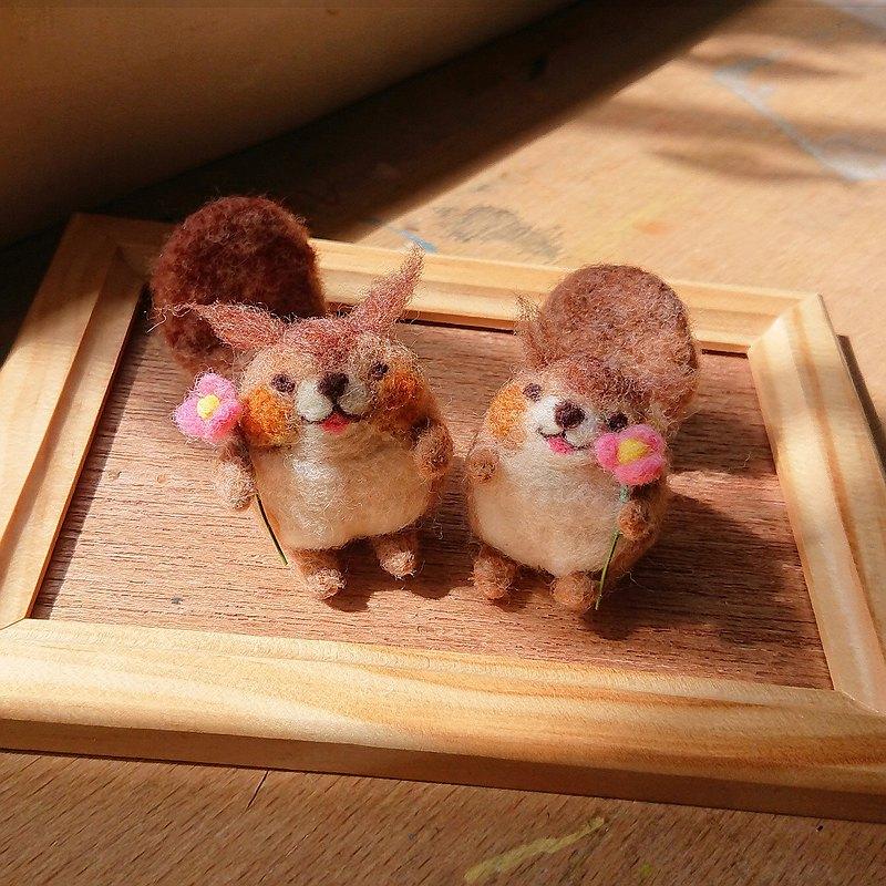 小花小松鼠 羊毛氈娃娃 微笑