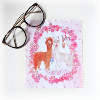 【Watercolor illustration superfine fiber glasses cloth】A pair pf black and white Alpacas in a Sakura scene