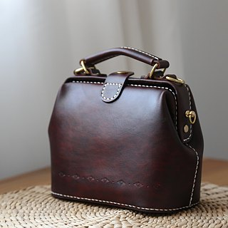 [Cut line] doctor bag mouth gold package pure hand sewing tanned leather leather retro carved lady cute shoulder bag handbag