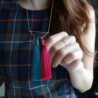14 kgf-Silky tassel necklace (adjustable chain) dark green × bibid pink