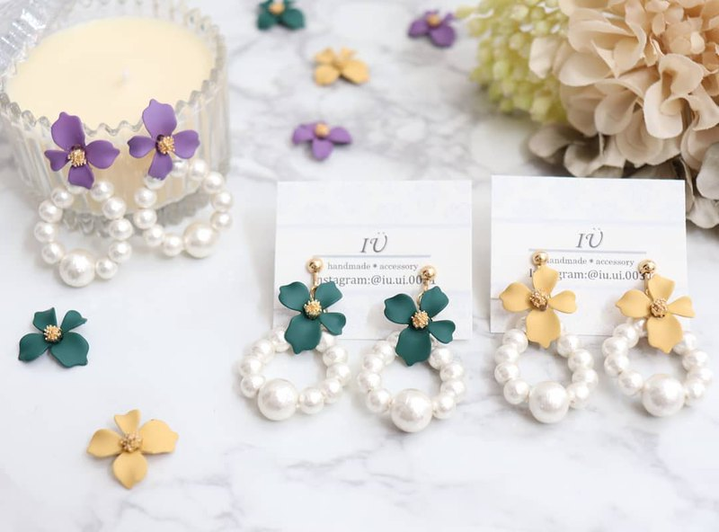 Yellow flower pearl pierce earrings