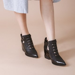 Cross the edge of the decoration within the increase of leather wide boots black