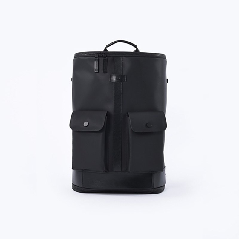 FREQUENT FLYER Captain Rear Backpack (M) - Black (Bag House)