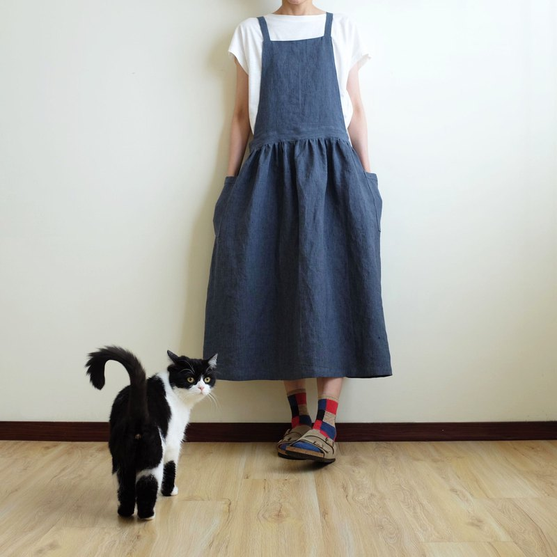 Daily hand made clothes, little girl, smoked blue pinstripes, apron, linen