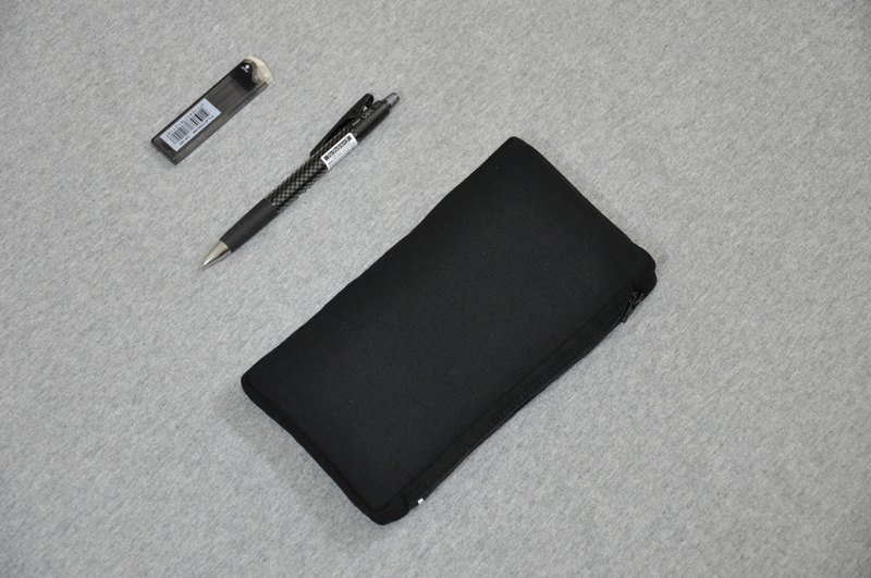 ENDURE / thin long version of the pencil bag / plain black