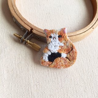Hand-made embroidery * greedy cat with big balls pins