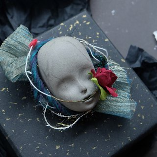Louis Classical Gothic Dark Dark Niche Cement Antique Baby Face Gift Brooch