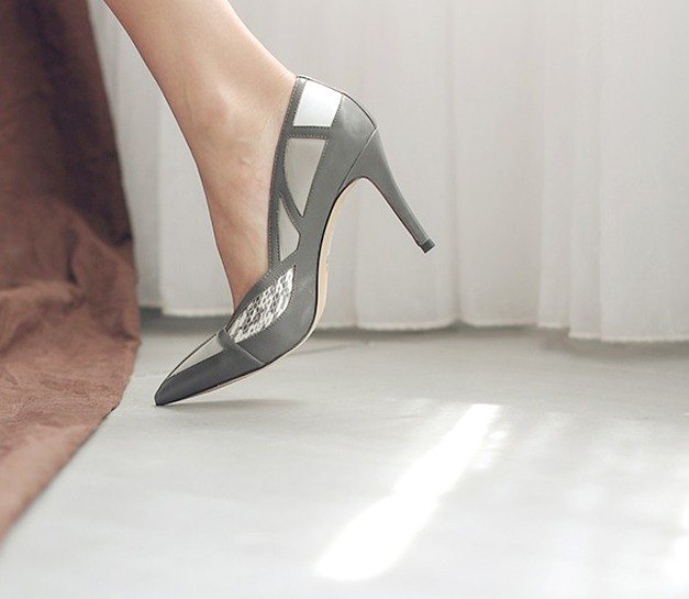 Broken geometric cut surface pointed leather high heel gray