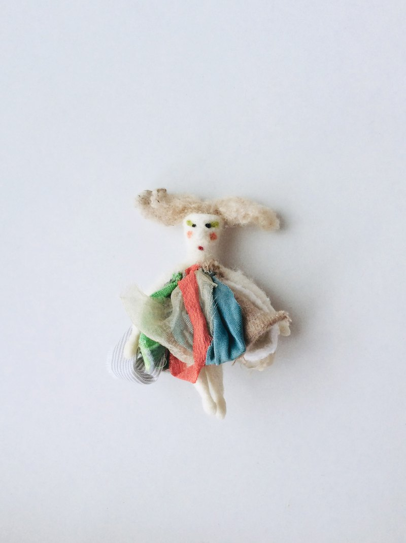 Brooch* wool felt dool.