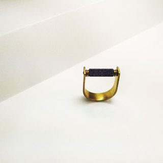 Building / Lansha Stone Brass Neutral Ring