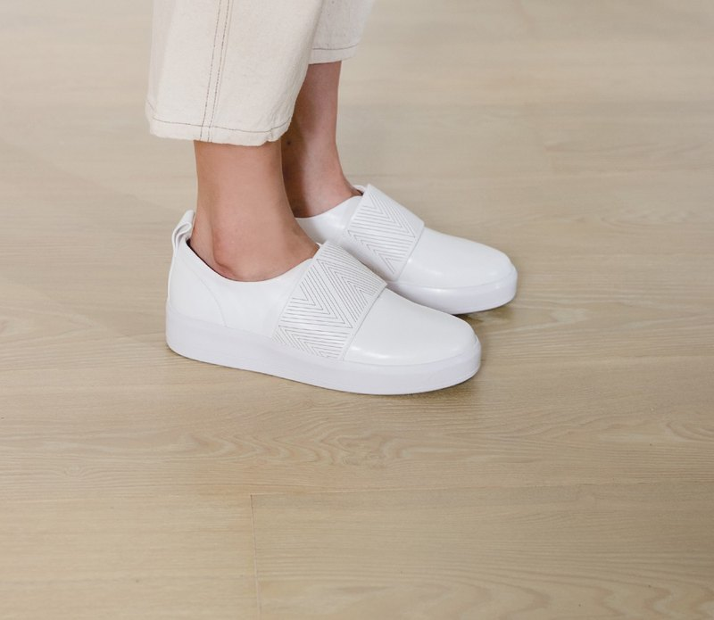 Laser triangle totem thick bottom strap leather casual shoes white