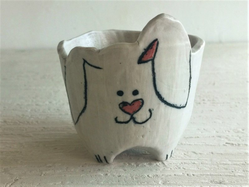 The lop eared rabbit has a succulent pot in the north nose_ pottery potted potted plants
