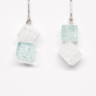 Light blue and white crystal earrings【Pio by Parakee】自然水晶耳環