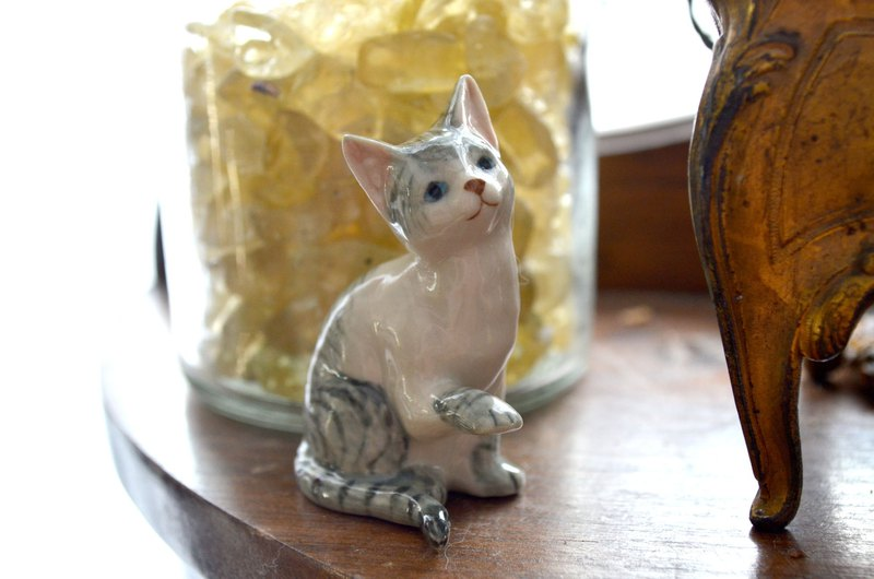 Japanese handmade hand-painted ceramic cat mini size handmade ultra-fine doll house furnishings home decoration