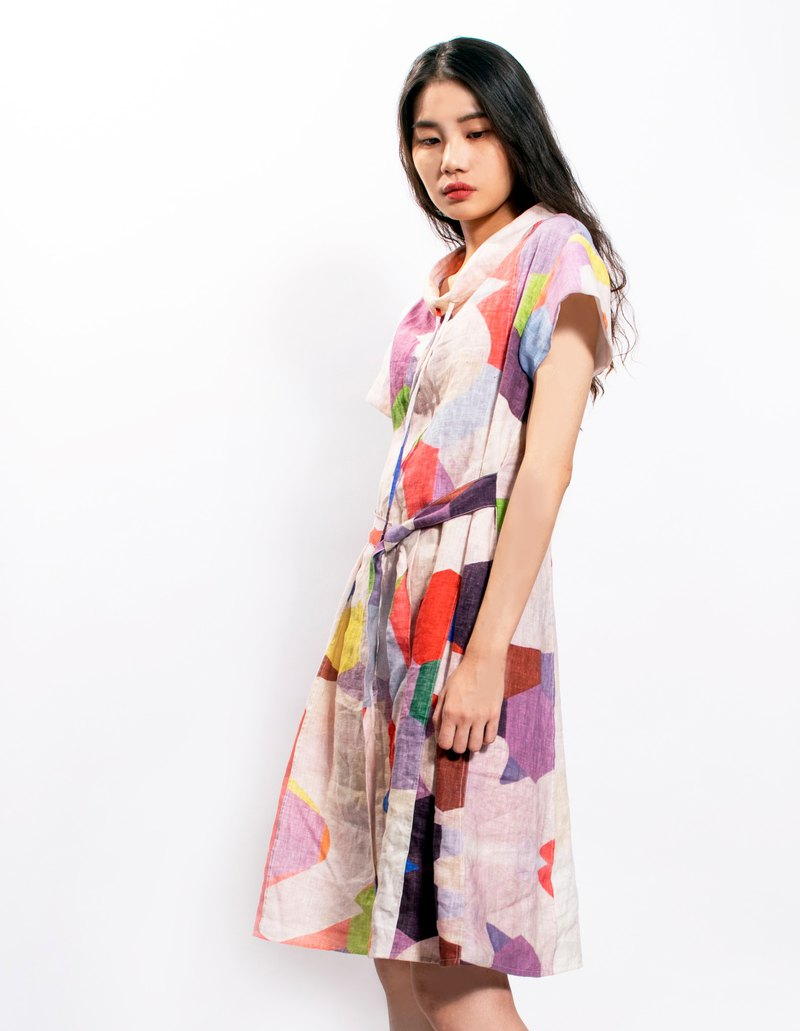 [Shaping short sleeve stand collar color geometry pattern strap dress _ artist Zhou Mingyi print design]