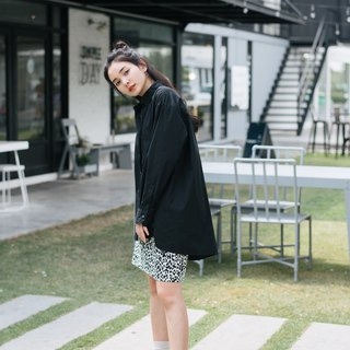 Oversized Black Shirt - Twisted seam