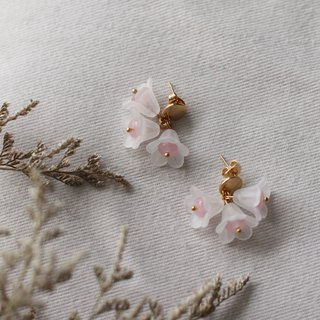 Petite Fleur in Rose Quartz | Flower Earrings / Stainless Steel