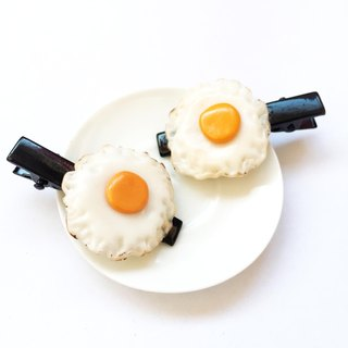 Fried egg hairclip black