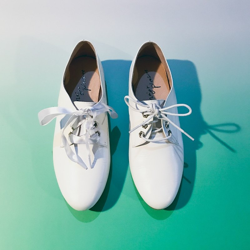 Milk sugar rubber bottom! Feet feel two kinds of lace shoes white full leather