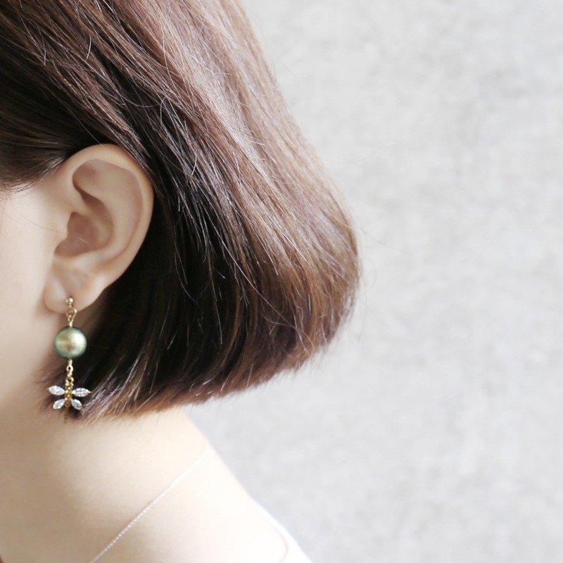 幻彩綠::耳環可改夾式 - Earrings / 一對 / 黃銅耳環 / 復古時尚 / 生日禮物 / 耳環客製設計