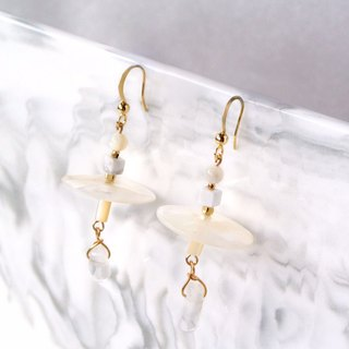 Simple system. Simple temperament white crystal shell stone earrings