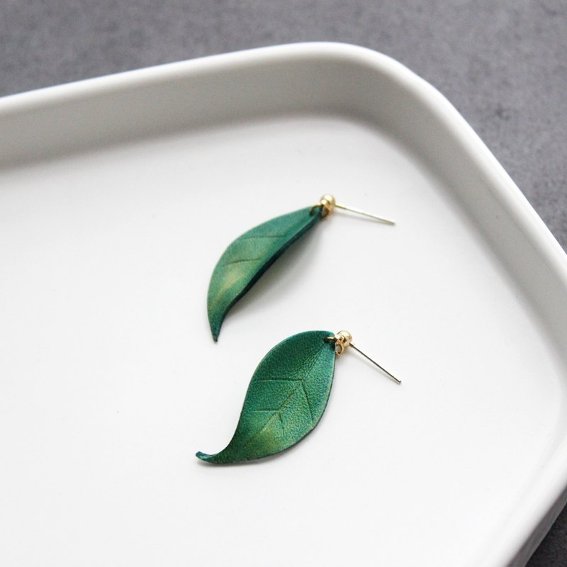 Such as 玮 leather leaves hand dyed ear a pair of yellow green 925 pure silver ear