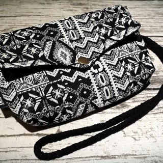 AMIN'S SHINY WORLD Handmade custom black and white hit color totem seagull cover copper shoulder bag