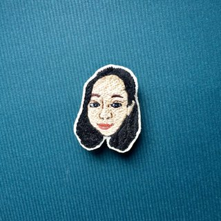 Mini hand-embroidered brooch / pin portrait