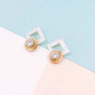 Square Crystal Crystal Earrings - White