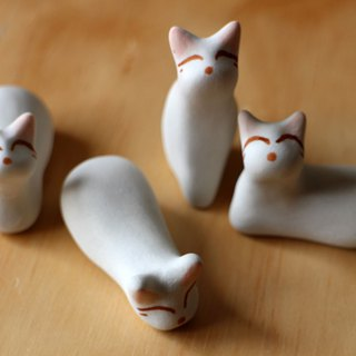White cat kitten stone (cat type laboratory)