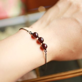 Goth - Red garnet small ball black bracelet mysterious noble