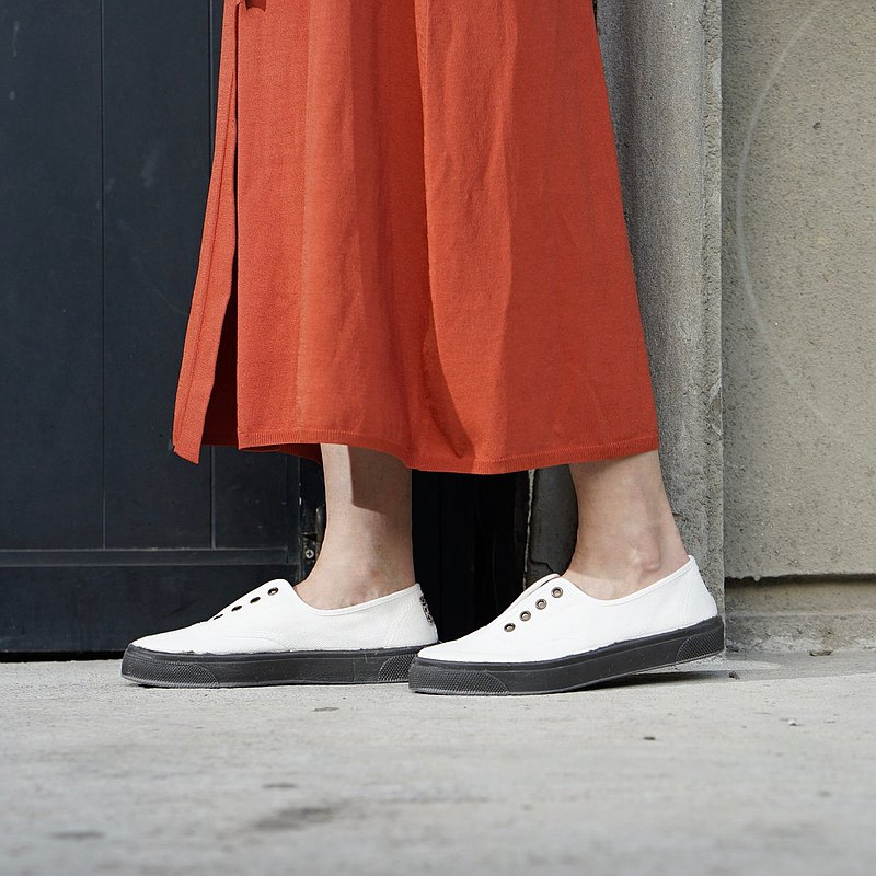西班牙國民帆布鞋 CIENTA U10997 05 白色 黑底 經典布料 大人