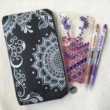 手繪收納包 鉛筆袋 拉鍊 筆盒 錢包 手機袋 化妝包 收納袋 筆袋 零錢包 銀 黑色 Henna Mandala 設計 彩繪 漢娜 蔓蒂 曼陀羅 禪繞 民族 印度彩繪 帆布