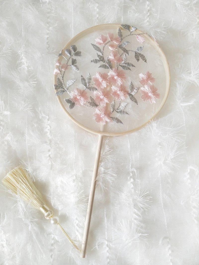Chinese style Tang style retro embroidered embroidery small fan Hanfu photo accessories fan embroidery group fan