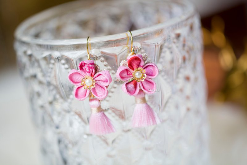 Vintage x peach pink lined fine linen flower tassel dangle earrings in stock