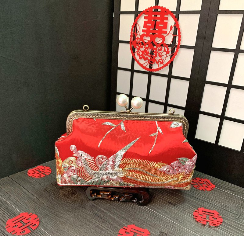 Flying Phoenix --  Kisslog handbag with Second-handed Chinese Wedding Dress