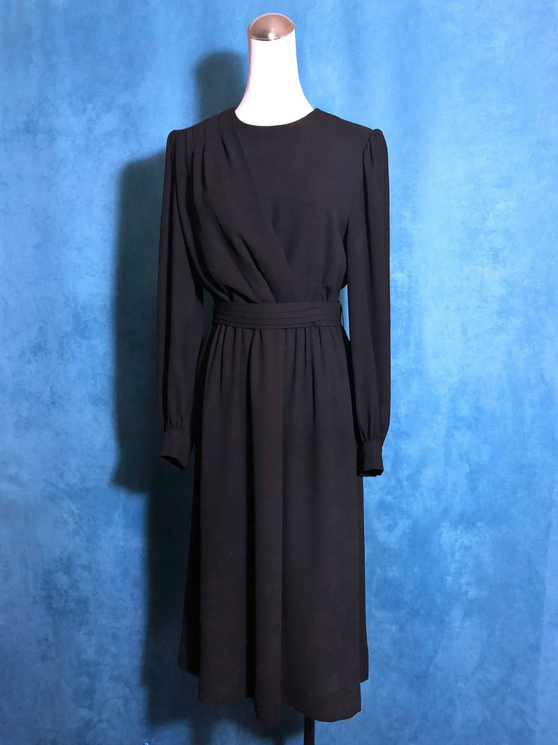Pure black girdle long-sleeved vintage dress / brought back to VINTAGE abroad